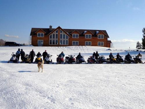 5 Lakes Lodge & sleds